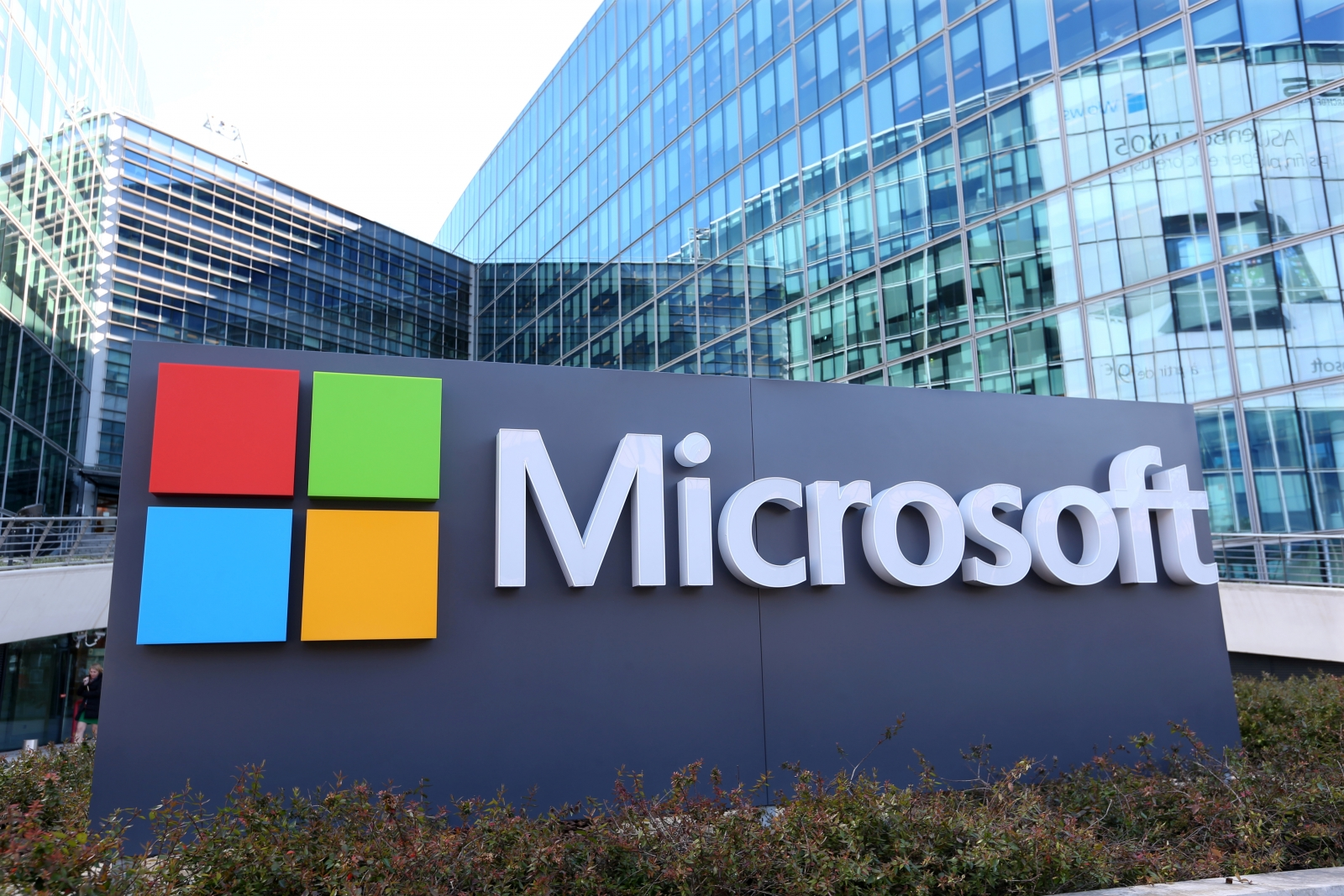 Microsoft's largest debt insurance 2017, sells $17 Billion in bonds